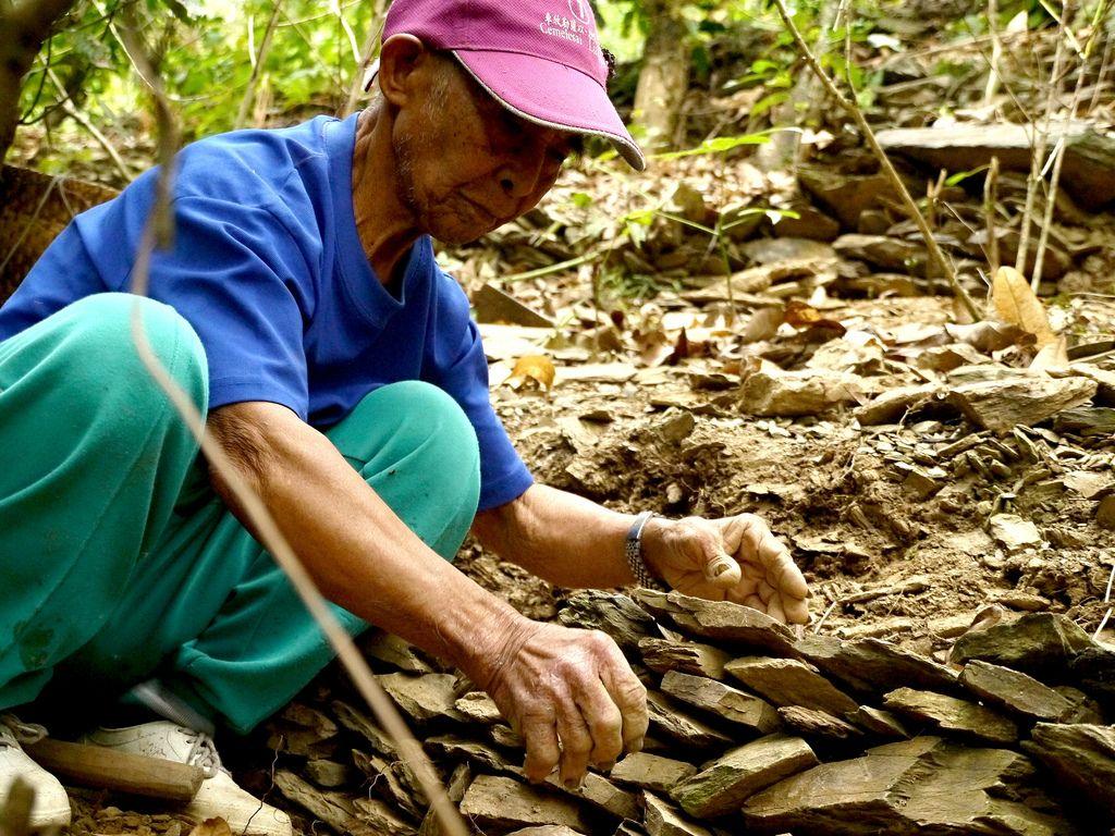 排灣族vuvu呂來謀,一身的好手藝期望能交棒給年輕世代。