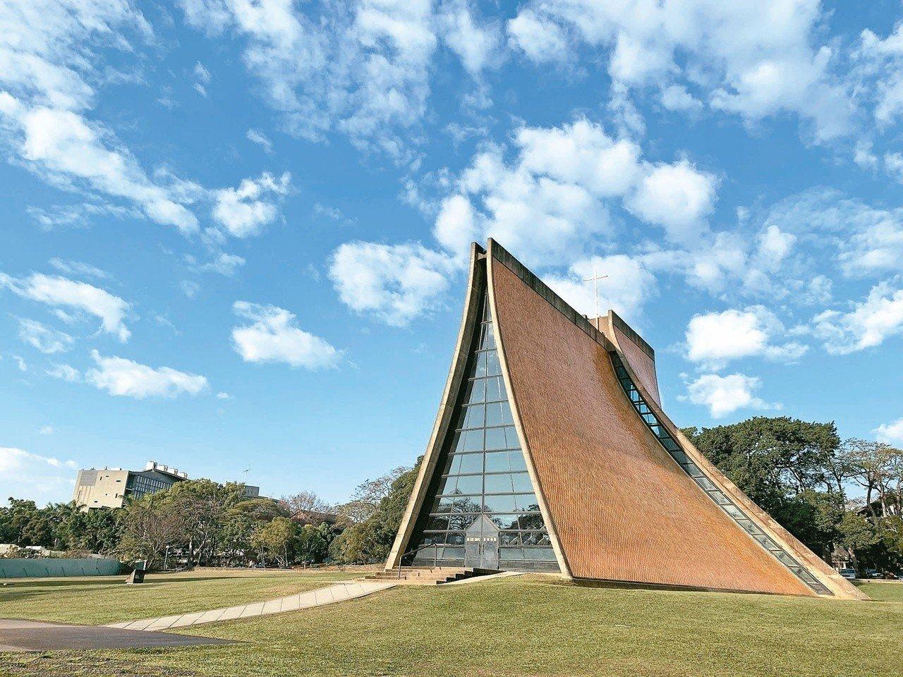 貝聿銘作品-1956年-1963年:東海大學路思義教堂,今年正式成為國定古蹟。