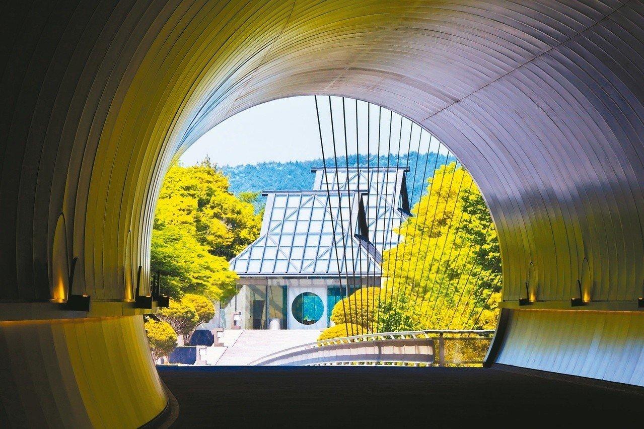 1996年-1997年:日本滋賀縣甲賀市美秀美術館,貝聿銘以人間天堂香格里拉為靈感設計。