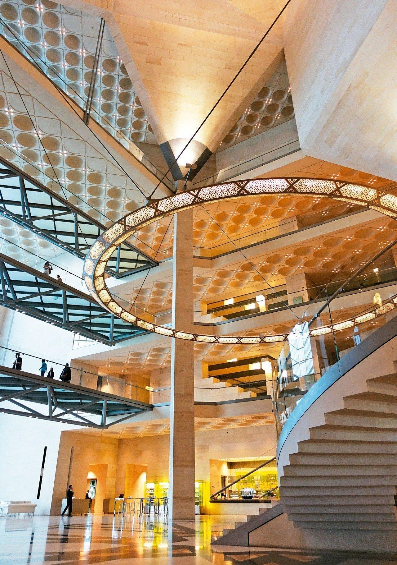 建築大師貝聿銘九十一歲的封刀之作──杜哈伊斯蘭藝術博物館,融合現代主義和伊斯蘭文化的建築。