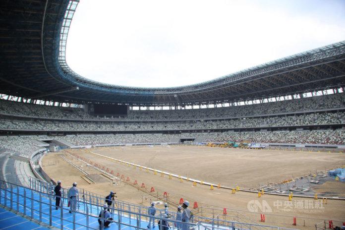 東奧主場館新國立競技場位於東京新宿,完工約9成。東奧的開幕式、閉幕式、田徑賽將在這裡舉行,是3層樓建築,有6萬觀眾席,座位分5種顏色。