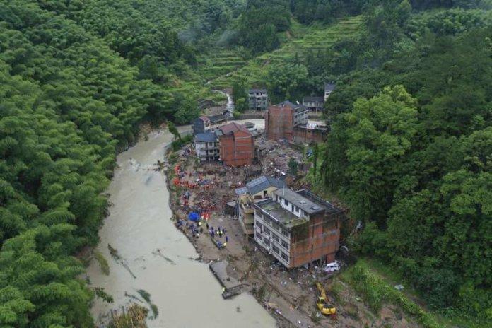 台灣夏季多颱風,政府必須致力於降低坡地災害帶來人民生命財產損失。