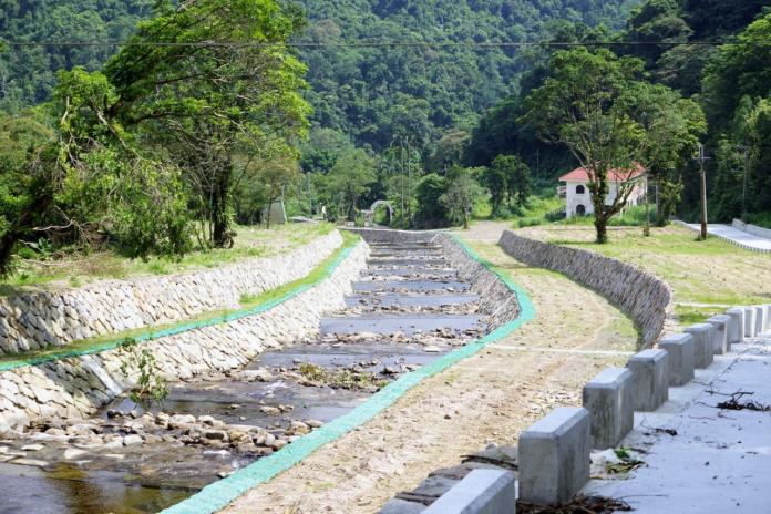 新店區平廣溪上游整治採用砌石工法剛完工