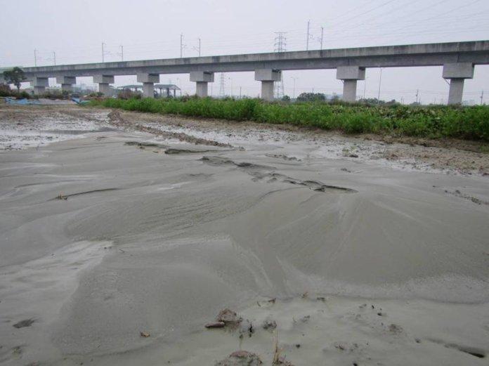 新化區北勢里高鐵附近噴水冒砂