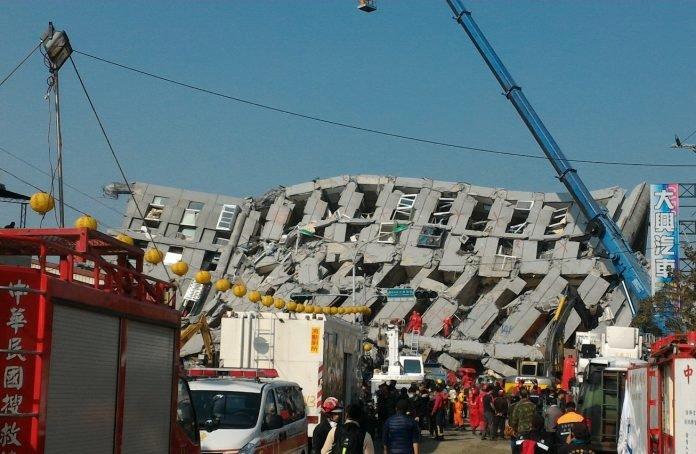 ▲2016年2月6日凌晨3點57分發生地震,台南永康區維冠大樓因而倒塌,釀115人死亡、104人輕重傷慘劇。(圖/記者陳聖璋翻攝)