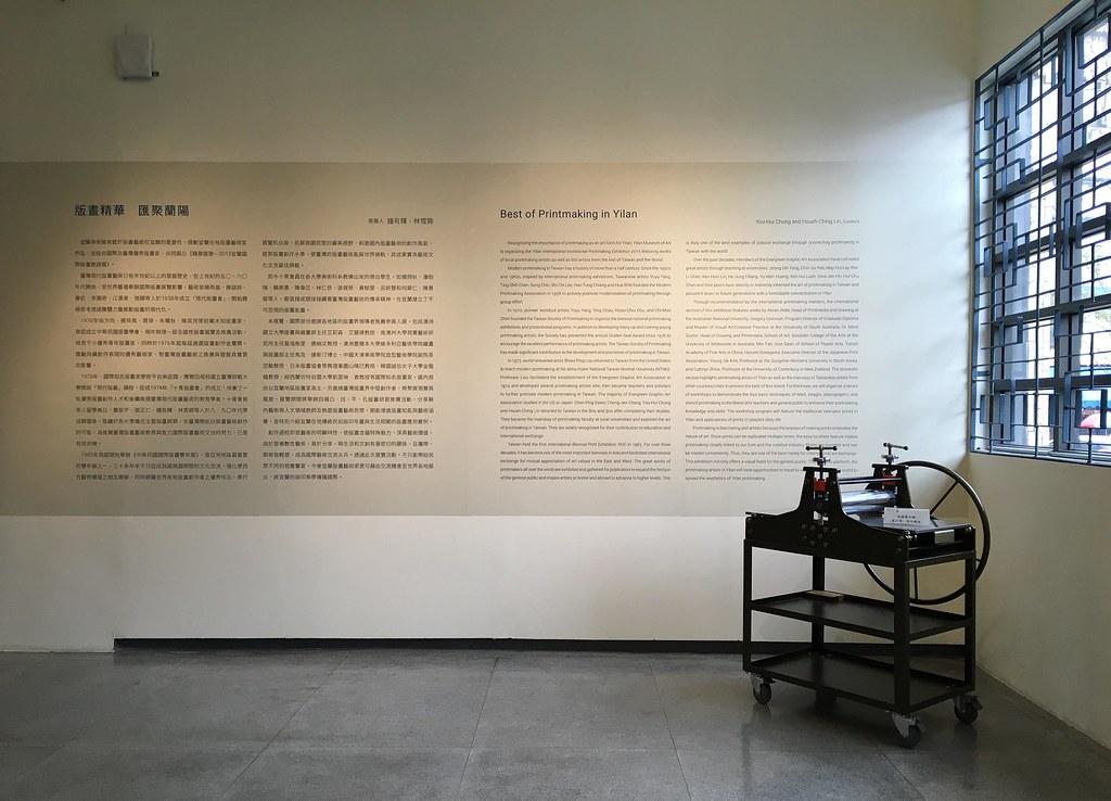 內部採輕隔間包板,以提供展場使用彈性;而新空間則以鋁金屬為主,加以創意的出挑與落柱,細膩處理出新舊之間灰色地帶的和諧。
