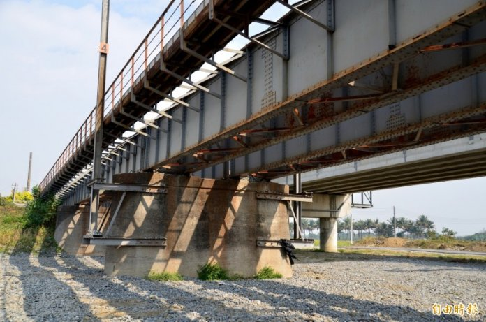二層行溪舊鐵路橋建於1929年,被列入市定古蹟。