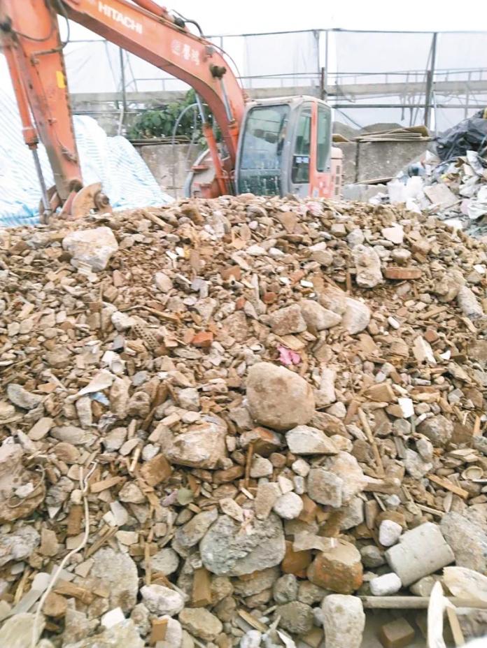 磬鴻公司違法處置營建混合物,北市環保局日前開罰。