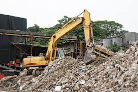 從建築工地拆下的土木工程、建築物,稱為營建剩餘物。營建剩餘物運至廢棄物處理廠後,通常交由怪手處理,進行物質的分類、篩選。
