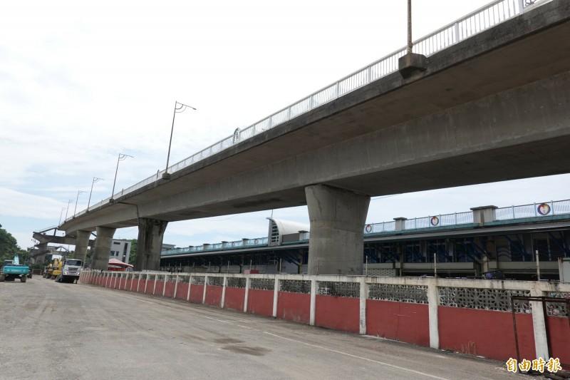 南方澳跨港大橋舊引橋,將在8月底拆除。