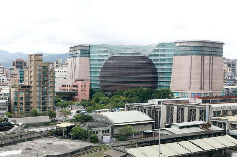 京華城曾做為台灣最夯的逛街地點,如今拆除工程竟發生工安意外,筆者認為有必要進行制度上的檢討。
