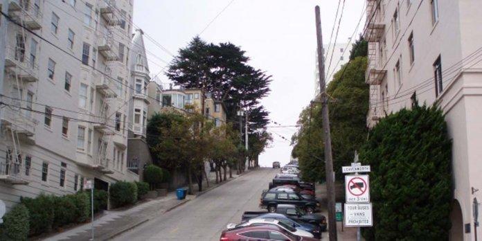 消費者在選擇購買山坡地附近的房屋前,需審慎評估。