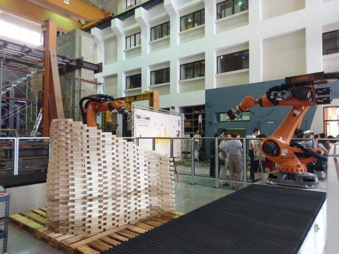 成大數位智造工坊(Robot Aided Creation and Construction, RAC-Coon)以「智慧營建」為重點發展核心,日前舉辦開幕式。