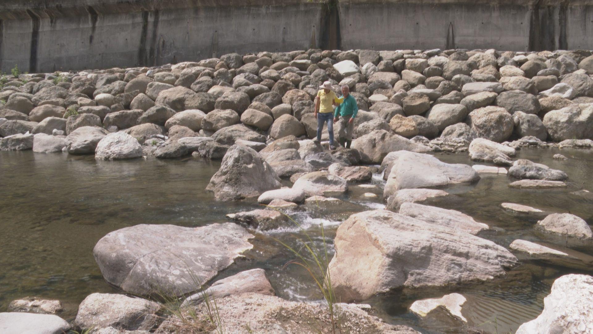 鱉溪模仿溪流自然堆疊的岩石樣貌