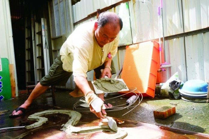 台南市新登錄的「剪黏泥塑」技術保存者王武雄。