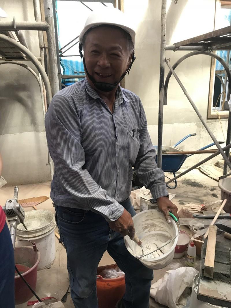 台南市新增的「泥作」技術保存者呂新義。