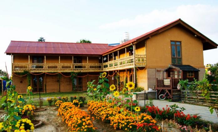 以泥土與竹子為主建材打造的屋子。