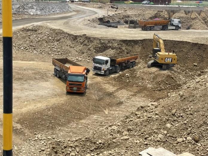 台中市修正營建賸餘土石方管理自治條例,未來載運賸餘土石方車輛,須強制裝GPS系統,掌握砂石車路徑,避免非法販賣或傾倒。